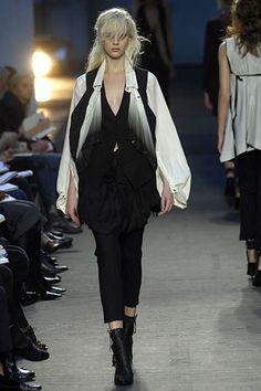 Ann Demeulemeester Spring 2007 Ready-to-Wear Fashion Show - Ingerid Maske