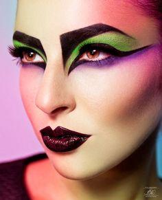 Birdlike effect makeup
