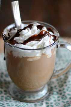 Getting a Starbucks Cafe Mocha at the coffee shop is expensive. Save money and make it at home with this easy copycat recipe. You'll enjoy sipping a homemade chocolate coffee drink any time you have a craving for it. Homemade Cafe, Homemade Mocha, Homemade Chocolate, Café Mocha, Mocha Coffee, Coffee Shop, Starbucks Cafe Mocha Recipe, Starbucks Drinks, Homemade Starbucks Recipes