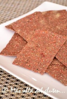Chia Seed Crackers with Tomato - ½ cup chia seeds - 1 cup water - ½ cup dried tomatoes - ripe fresh tomatoes - 1 stalk celery - to flavor: fresh cilantro, nutritional yeast, garlic powder, fres Vegan Snacks, Easy Snacks, Healthy Snacks, Vegan Gluten Free, Gluten Free Recipes, Amazing Cookie Recipes, Elimination Diet Recipes, Healthy Recepies, Ketogenic Desserts