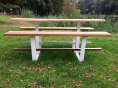 Beer Table, 100% handmade in Belgium by Cassecroute. Design picnic table in wood (iroko) and steel. Up to 4.2m (and 14m in aluminium)! #design #picnictable #woodenTable