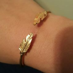 Feather bangle Gold feather expandable bangle. Worn only 2 times. Francesca's Collections Jewelry Bracelets