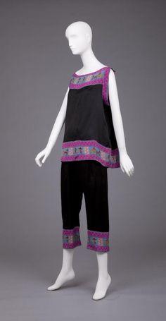 ~1920s Egyptian themed Pyjamas Goldstein Museum of Design University of Minnesota Cat. Num. 1994.007.019~ http://goldstein.design.umn.edu/