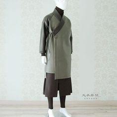 #남자생활한복 새로운 디자인 언밸런스 도련 해밀 장류  위 작품은 199,000 (vat218,900)  디자인 카피보다는 많은 응원과 사랑… Oriental Dress, Oriental Fashion, Asian Fashion, Korean Dress, Korean Outfits, Korean Traditional, Traditional Dresses, Mens Kimono Shirt, Kung Fu Clothing