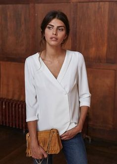 Sezane - love the simple but stylish take on the white blouse Mode Outfits, Fashion Outfits, Jeans Fashion, Dress Fashion, Fashion Mode, Womens Fashion, Ladies Fashion, Curvy Fashion, Fall Fashion