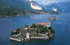 Tra Stresa e Pallanza, tra Lombardia, Piemonte e Svizzera, l'imponente Lago Maggiore ospita le Isole Borromee: Isola dei Pescatori, Isola Madre e Isola Bella