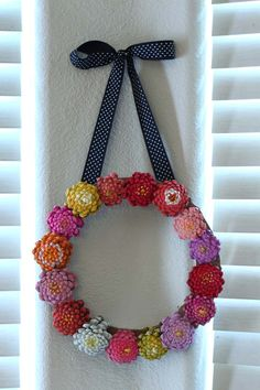 Make this super cute summer wreath of everlasting flowers with items you probably have lying around the house and yard.  This is a very simple project, is great to do with kids, and gives you tremendous bang for very few bucks.