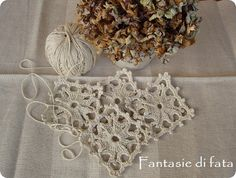 http://fantasiedifata.blogspot.it/2012/10/tutorial-sottobicchieri-crochet.html
