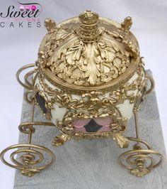 Cinderella carriage gravity cake - Cake by Sweet Creations Cakes - CakesDecor Modeling Chocolate, Chocolate Art, Cinderella Carriage, Cinderella Cakes, Carriage Cake, Cake Frame, Gravity Cake, Owl Cakes, Edible Arrangements