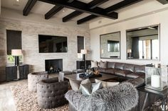 Enhance Your Senses With Luxury Home Decor Living Room Modern, Living Room Interior, Home And Living, Living Room Designs, Living Room Decor, Luxury Homes Interior, Luxury Home Decor, Luxury Apartments, Luxury Houses