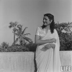 Hindi+Movie+Actress+Madhubala+in+white+Sari+-+1951+%25287%2529