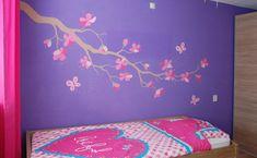 Tak met bloemen muurschildering, roze bloesem op paarse muur in de kinderkamer van een meisje. Gemaakt door BIM Muurschildering. Mural painting, blossom, flowers
