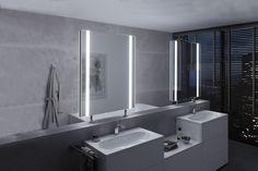 Hochmodernes Badezimmer in Betonoptik mit unserem freistehenden DUO als Raumteiler.  #raumteiler #spiegel #lichtspiegel #feststehend #mirror #bathroom #betondesign #interiorbathdesign #betonoptik #whitebathroom #zierath