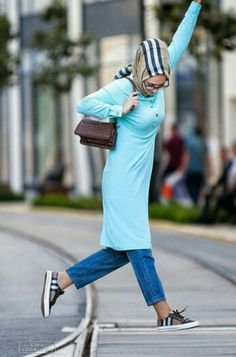 ~        Modest is Beautiful          ~ Street Hijab Fashion, Hi Fashion, Unique Fashion, Modest Fashion, Fashion Dresses, Modest Dresses Casual, Modest Outfits, Riped Jeans, Hareem Pants