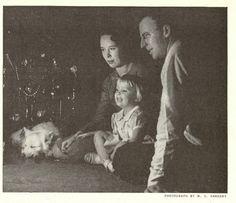 Vintage Christmas Photos, Retro Christmas, Christmas Pictures, Vintage Photos, Lasting Memories, Winter Solstice, Sweet Memories, Vintage Cards, 1940s