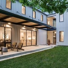 Urban Lake House in Dallas, Texas