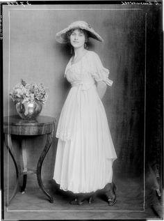 "Day dress in the Austrian magazine ""Damenwelt"", 1917"