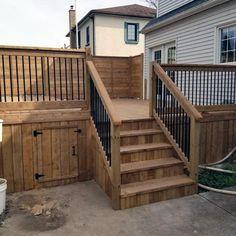 deck skirting options wood with gate deck skirting ideas home improvement cast Cool Deck, Diy Deck, Patio Deck Designs, Patio Design, Under Deck Storage, Lattice Deck, Outdoor Deck Decorating, Deck Skirting, Front Porch Design