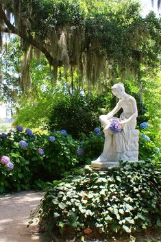 to Middleton Place Middleton Place in Charleston, South Carolina.Middleton Place in Charleston, South Carolina. Formal Gardens, Outdoor Gardens, Modern Gardens, Japanese Gardens, Small Gardens, Dream Garden, Garden Art, Garden Paths, Garden Statues