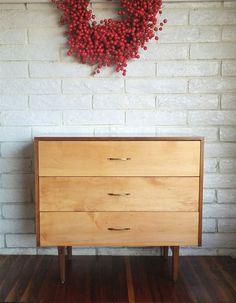 Vintage commode de trois tiroirs bicolore MidCenturyModern PAUL McCOBB Planner groupe Winchendon Furniture Company sur Etsy, CHF 586.59