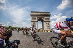 2014 TDF La Course Three-time road world champion Vos re-entered the Champs-Elysées on one of the last laps around the Arc de Triomphe.