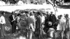 Clyde Barrow and Bonnie Parker escaped law enforcement during a 1933 shootout at Dexter Park. Two members of their gang were caught by police at the campground where the Barrow gang had been staying for several days. Bonnie And Clyde Photos, Bonnie Clyde, Real Gangster, Bonnie Parker, History Magazine, Back In The Day, Old Photos, Rare Photos, Vintage Photos