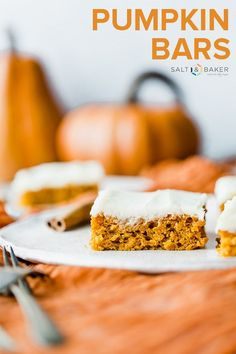 These Delicious Pumpkin Bars Are Moist, Packed With Amazing Pumpkin Flavor, And Topped With A Silky Smooth Cream Cheese Frosting. Via Saltandbaker Pumpkin Sheet Cake, Pumpkin Bars, Pumpkin Dessert, Pumpkin Spice, Pumpkin Puree, Easy Delicious Recipes, Delicious Desserts, Yummy Food, Homemade Desserts