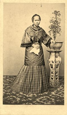 Vintage Pictures, Old Pictures, Philippines Fashion, Philippine Women, Filipina Beauty, Filipiniana, Mindanao, Evolution Of Fashion, Old Images