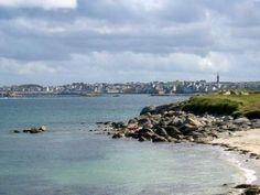 La mer a submerge les mille trois metres qui separent aujourd hui roscoff ici au fond de l ile de batz au premier plan ou l eglise de pol aurelien est envahie par le sable