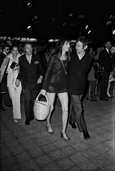 Jane Birkin is a style icon marked by the sixties and her fuelled relationship with Serge Gainsbourg. Serge Gainsbourg, Gainsbourg Birkin, 60s And 70s Fashion, Vintage Fashion, Vintage Couture, Style Jane Birkin, Jane Birken, Mary Jane Heels, Great Women
