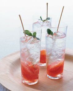 Grapefruit-and-Mint Mojito  Layers of pink grapefruit and white rum give this drink a sophisticated elegance.  Grapefruit-and-Mint Mojito