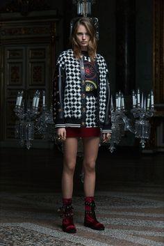 Guarda la sfilata di moda Fausto Puglisi a Milano e scopri la collezione di abiti e accessori per la stagione Pre-Collezioni Autunno-Inverno 2017-18.
