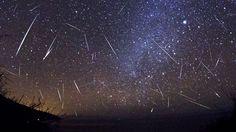 Météores : Qui n'aime pas observer les étoiles filantes? Être allongé sur le dos sur un carré de pelouse ou sur le toit nous permet de voir les étoiles