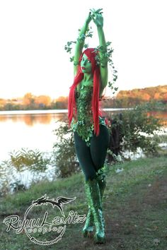 Character: Poison Ivy (Dr. Pamela Isley) / From: DC Comics 'Batman' & 'Gotham City Sirens' / Cosplayer: Ryuu Lavitz / Photo: Ryuu Lavitz (2015)