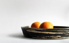 pretty african plate for rice or two oranges, delicious and traditionally - always to share with your people ♥ mixed dark and light clay, shiny clear glaze, Aisälädäsigns, Stuttgart, Germany ♥