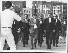 JFK, DAVE POWERS, AND SEVERAL SECRET SERVICE AGENTS- JOHNSEN, BORING, PONTIUS, ETC