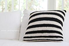 Knit Pillow, Throw Pillows, Knitting, Toss Pillows, Cushions, Tricot, Breien, Decorative Pillows, Stricken