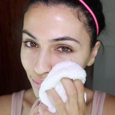 Proper makeup removal is such an essential step toward having great, clear skin. No matter how tired you may be, taking off your makeup at night is an absolute must. Check out this guide for an easy routine that will keep your skin bacteria-free! #skincare #skin