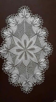 Lace Doilies, Crochet Doilies, Crochet Lace, Crochet Table Runner Pattern, Crochet Tablecloth, Crochet Round, Crochet Motif, Knitting Patterns, Crochet Shawl