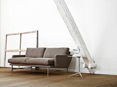 Den sofistikerade soffan Lissoni™ talar ett modernt och internationellt formspråk. Den är ett tydligt exempel på formgivaren Piero Lissonis designprincip att man aldrig kan designa för en bestämd funktion eller ett särskilt syfte – bara till människor. Soffan kännetecknas av de markanta, vågräta och lodräta linjer som är tydliga i ramens konturer och i de bekväma kuddarna. Soffan levereras fullt stoppad i textil eller läder med stoppade armstöd och ram i mattpolerat rostfritt stål. Sits och…