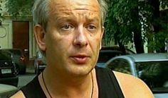 Перед смертью Дмитрия Марьянова насильно удерживали в наркологической клинике  15 октября в СМИ появилась информация о том, что известный актер Дмитрий Марьянов отдыхал в Подмосковье с друзьями на даче, когда почувствовал резкую боль в ноге. Через некоторое время его состояние ухудшилось, и артист потерял сознание. Сначала приятели Марьянова вызвали скорую, но потом решили самостоятельно отвезти его в больницу, однако по дороге Дмитрий умер и