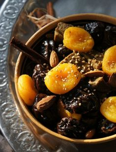 I have always been curious about Moroccan cuisine. It's exotic, full of deep rich flavors and highly diverse because of . Beef Tagine, Plats Ramadan, Tajin Recipes, Morrocan Food, Turkish Recipes, Ethnic Recipes, Happy Kitchen, Ramadan Recipes, Dried Apricots