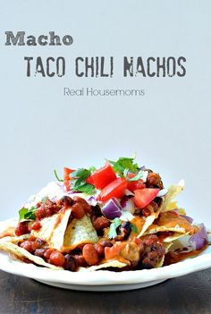 Macho Taco Chili Nachos are so delicious and such an easy, showstopping appetizer that you'll be crowned Super Bowl royalty! Recipes Appetizers And Snacks, Best Appetizers, Snack Recipes, Cooking Recipes, Healthy Recipes, Chili Nachos, Taco Chili, Tamales, Quesadillas