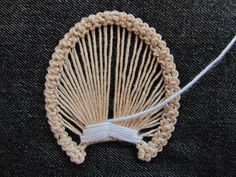 Romanian point lace step 6