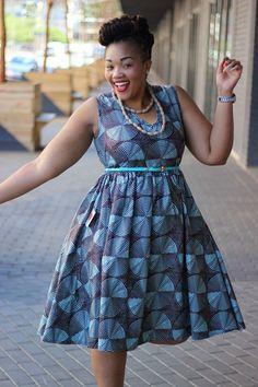 C'est toujours un plaisir de dénicher de nouvelles marques et de vous les présenter, et c'est celle-ci basée en Afrique du Sud vous séduira autant qu'elle nous a séduit. D'ailleurs, certains la connaissent peut être déjà, car elle est très appréciée sur les réseaux sociaux (Facebook notamment) et ses créations sont beaucoup partagées. Il s'agit ... African Dresses For Women, African Print Dresses, African Attire, African Wear, African Women, African Prints, African Outfits, African Style, African Inspired Fashion
