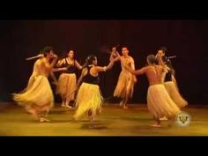 Apresentação do grupo folclórico afro-brasileiro do Centro Cultural Sucena, no Projeto Convite a Dança, Teatro Reviver, Maringá 03/04/13