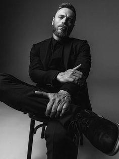Photography Poses For Men, Headshot Photography, Creative Photography, Creative Portraits, Headshot Fotografie, Senior Boy Poses, Senior Pics, Street Portrait, Man Portrait