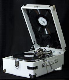 Restored a Soviet Russian Gramophone (#QuickCrafter)