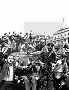 Spain - 1936. - GC - ZONA REPUBLICANA MADRID, 20/07/1936.- Milicianos anarquistas que han participado en la toma del Cuartel de la Montaña, celebran su victoria en la Puerta del Sol de Madrid.