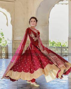 Pakistani Formal Dresses, Pakistani Fashion Casual, Pakistani Wedding Outfits, Pakistani Bridal Dresses, Pakistani Dress Design, Indian Dresses, Indian Outfits, Simple Dresses, Casual Dresses